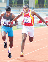 Karnataka's MG Joseph powers to the 200M gold in the Inter-State Athletics Championships at the Sree Kanteerava stadium on Tuesday. DH Photo/ Kishor Kumar Bolar