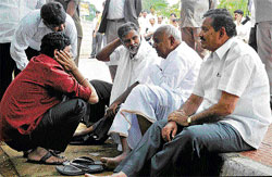 Yes boss!: Former prime minister H D Deve Gowda in conversation with party leaders Y S V Datta, A T Ramaswamy and others at a parking lot near the Chief Minister's Race Course Road residence in Bangalore on Monday. DH Photo
