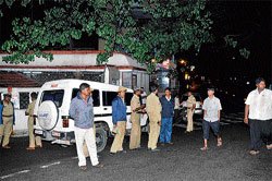 People's power: Police personnel keep vigil on Sankey Road where the BBMP proposed to axe trees.   DH PHOTO / B K Janardhan