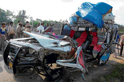 The mangled remains of the van involved in an accident that claimed five lives, near Tumkur early Sunday. DH PHOTO