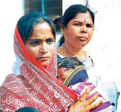 Devastated: Shyamala, one of the two wives of Ramesh, the leader of the lynched gang, with her three-month-old child. DH PHOTO