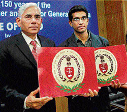 Vinod Rai, Comptroller and Auditor General of India, releasing the logo of the  Indian Audit and Accounts Department. The logo has been designed by  Vinod Dua (R), a B.Tech student from Rohtak.