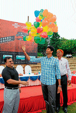 KSCA Vice-President Venkatesh Prasad inaugurates the Vikram Premiere League match at Gangotri glades in Mysore on Sunday. Dr Vikram is also seen.  dh photo