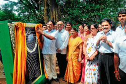 District-In-Charge Minister Krishna J Palemar inagurating 'Vanitha Vana' by unveiling a plaque in Hat Hill on Monday.           Karnataka Legislative Assembly Deputy Speaker N Yogish Bhat, former mayor Rajani Duganna, ZP CEO Dr K N  Vijayprakash are also seen. DH Photo