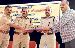 lost and found:  City Police Commissioner B G Jyothiprakash Mirji hands over Rs nine lakh to Deepak at a property parade in the City on Tuesday. DCP Sidramappa and iiAdditional  Commissioner Sunil Kumar are seen. dh Photo