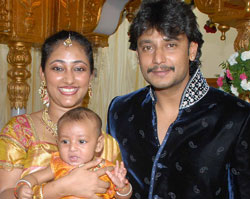 Film actor Dharshan with his wife Vijayalakshmi and child when in goodtimes