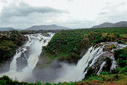 A breathtaking view of Gaganachukki waterfalls at Shivanasamudra in Malavalli taluk. dh photo