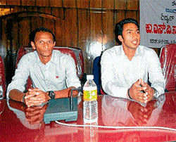 Hockey player V R Raghunath speaking after accepting felicitation at Madikeri on Friday. DH PHOTO