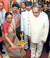 Meira Kumar lighting the lamp to inaugurate the 76th Conference of the presiding officers in Rajasthan Vidhan Sabha, Jaipur, on Wednesday.  DH photo