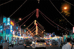 D Devaraj Urs Road in full glory with illumination as part of Dasara festivities. dh photo by prashant h g