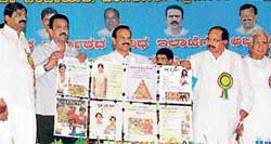 Expanding city horizon Chief Minister D V Sadananda Gowda launches various development projects in Hoskote on Friday. Union Minister for Coroporate Affairs M Veerappa Moily, Labour Minister B N Bache Gowda look on.KPN