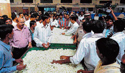 Auction time: Auction of silk cocoon in progress at Ramanagara market on Monday. DH PHOTO
