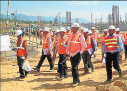Inspection: Urban Development Minister Suresh Kumar supervising the works of Cauvery IV phase work at Torekadanahalli in Malavalli taluk on Tuesday. Bangalore Water Board officer Ramamurthy and others are seen. DH photo