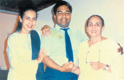 Albert Jossy Rego during his recent rock show in Bangalore. Rego poses with Bollywood divas Nuthanand her mother Shobhana Samarth, close aquaintences of Rego.