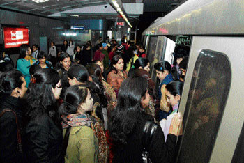 TAclking rush: DMRC has decided to improve its signalling and telecommunication software system in order to avoid chaos and confusion at the stations. DH FILE PHOTO