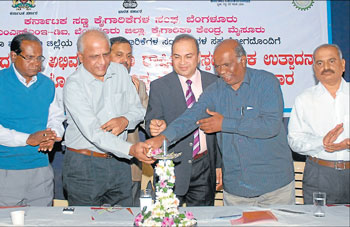 inauguration: Director of MSMED Institute, Bangalore S M Jamkhandhi, President of KASSIA Prakash N Raykar,  chairman of Mysore Lacs and Paints Ltd.,M V Ravishankar and Joint director of district industries centre M Shivashankar at a workshop organised by KASSIA in Mysore on Tuesday. DH Photo