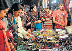 SHOPAHOLIC : Women at Shani Bazaar in Lajpat Nagar.