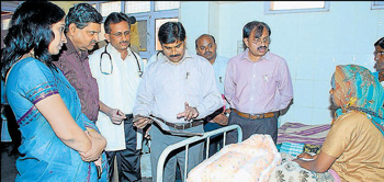 bad shape: Officers of Health and Family Welfare Department visit the District Hospital in  Chikkaballapur on Friday. Deputy Commissioner Dr N Manjula is also seen.DH photo