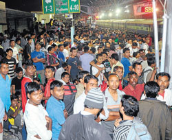 A large number of people wait at the City railway station, to catch trains bound for the North-East on Wednesday. DH Photo / Kishor Kumar Bolar