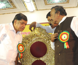 Chief Minister Jagdish Shettar and Deputy Chief Minister K S Eshwarappa . DH Photo