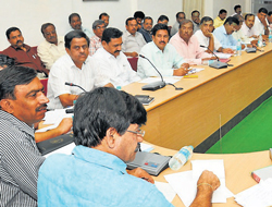 District in-charge minister S A Ramdas chairs a Dasara preliminary meeting at DC office in Mysore on Tuesday. DH Photo