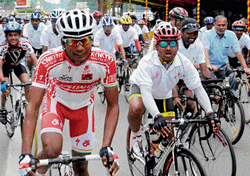 Dissapointed: Cyclists at the Dasara race in Mysore on  Saturday. dh photo