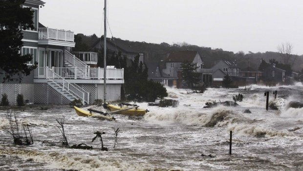 Monster storm Sandy crashes ashore in New Jersey