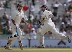 India steady in chase of 133 in 3rd Test against Australia