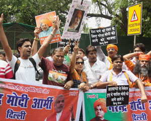 Pro-Modi protesters demonstrate outside Advani's residence