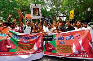 Pro-Modi slogans ring outside Advani's home