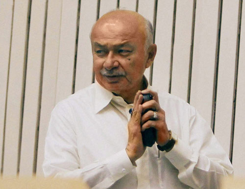 Shinde refrains from commenting on CBI action on Jindal, Rao