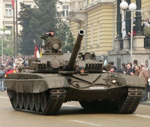 Ammunition bursts in T-72 tanks barrels cause concern for Army