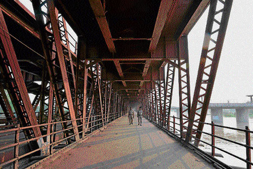 Wait continues for new rly bridge