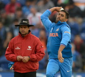 When Dhoni traded gloves for cherry!