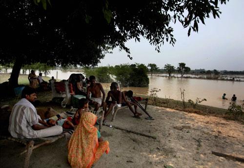 Yamuna recedes, fear of epidemics strikes Delhi