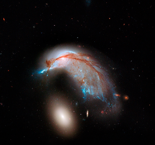 Hubble spots galaxies in close encounter