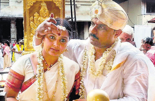 Actor Shruthi's marriage questioned in court