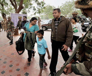 Sri Lankan military officers return from India