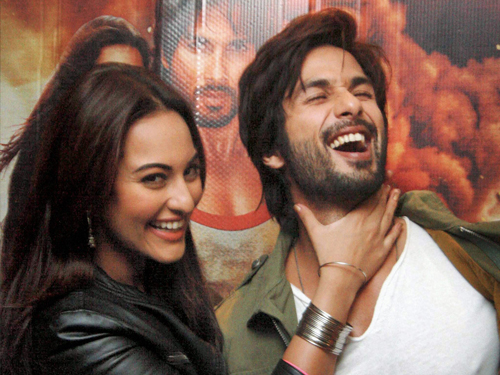 Sonakshi 'annoyed' with Shahid link-up rumours