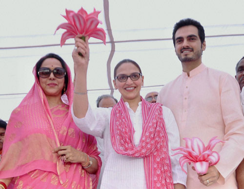 Dharamji will join me in Mathura next week: Hema Malini