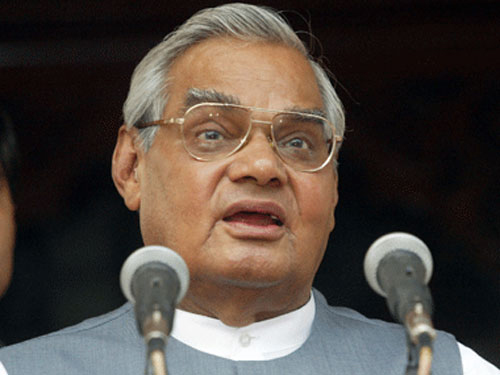 Cong retorts by calling Vajpapee the weakest PM India ever had