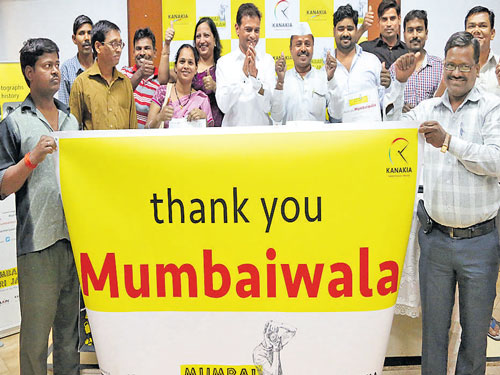 Unique effort to capture Mumbaiwalas in action