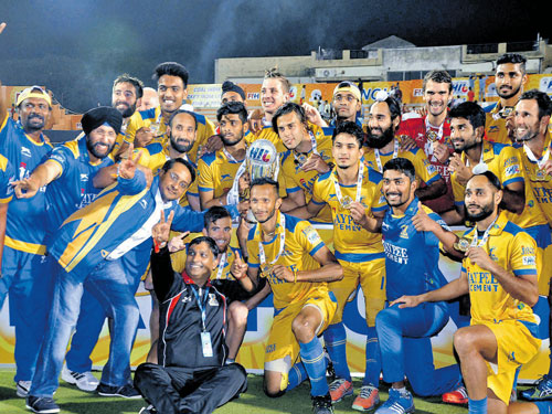 Warriors storm to maiden title win
