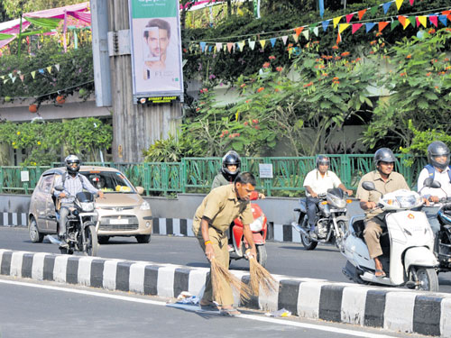 Post Open Streets event, business as usual on MG Road