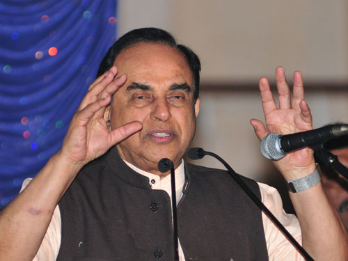 Congress attacks Swamy's cavalcade with eggs, ink