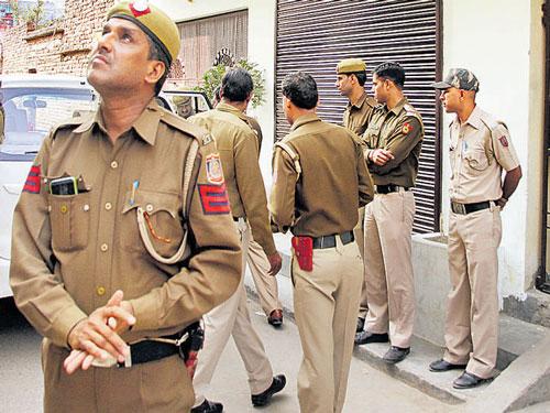 Cashier, guard killed in Badarpur