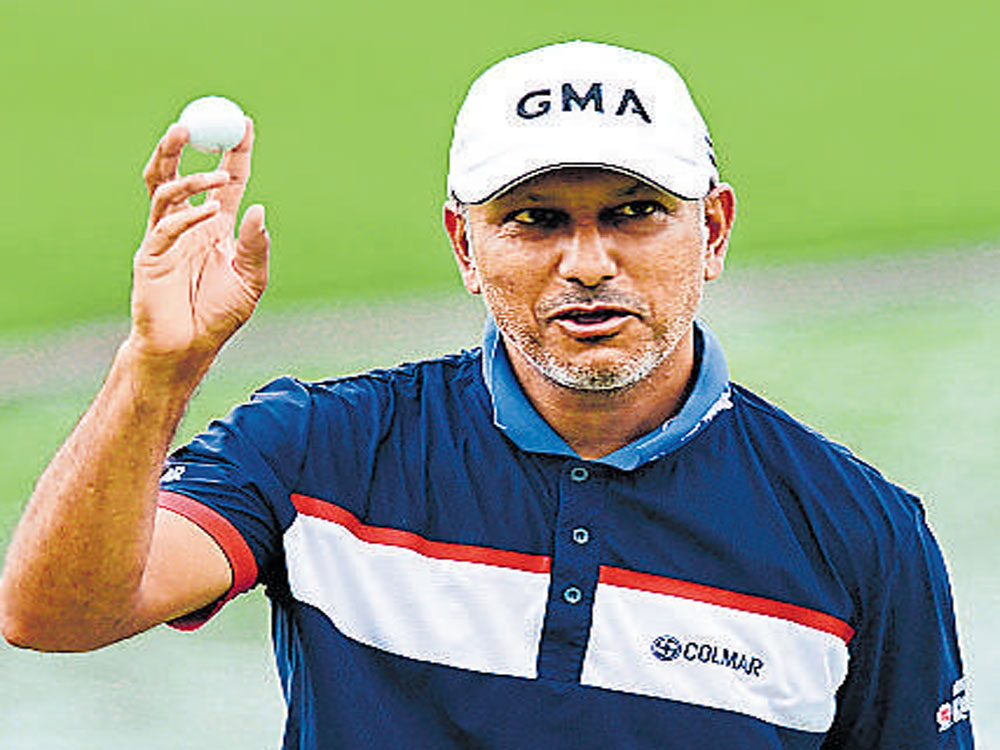 Jeev powers into sole lead