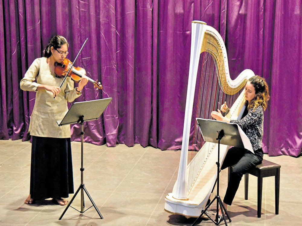 Glowing performances on the harp