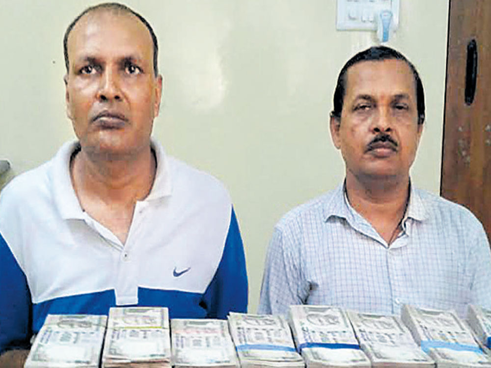 Rs 50 lakh in banned notes seized from city jeweller's house