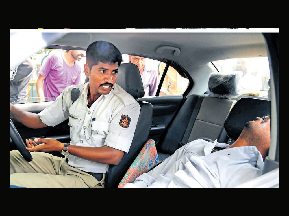 Cab driver suffers epileptic attack, constable drives him to hospital